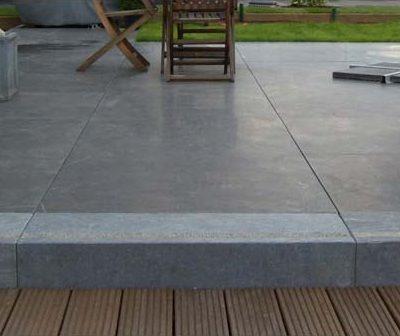 terrasse mit stufen aus holz zaunanlagen sichtschutz. Black Bedroom Furniture Sets. Home Design Ideas